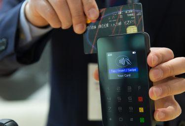 Kwota zaciąganych kredytów wciąż wzrasta