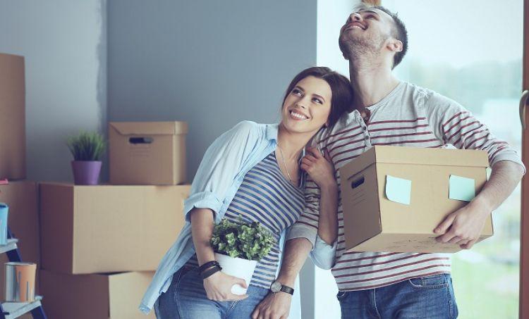 Kredyt mieszkaniowy w parach czy osobno? Raport BIK