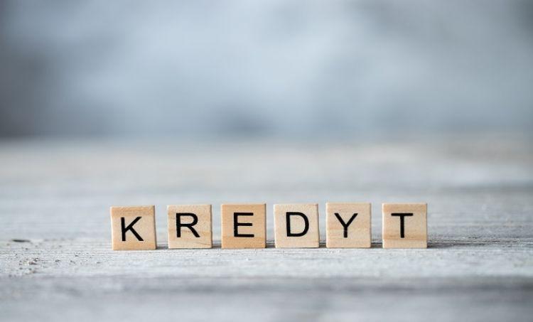 Polacy coraz szybciej spłacają kredyty