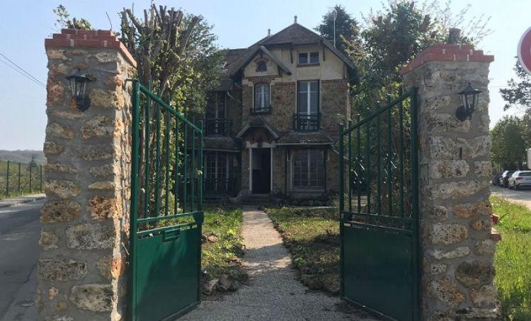 Dom Curie-Skłodowskiej na sprzedaż. Jakie działania podejmie Polska?
