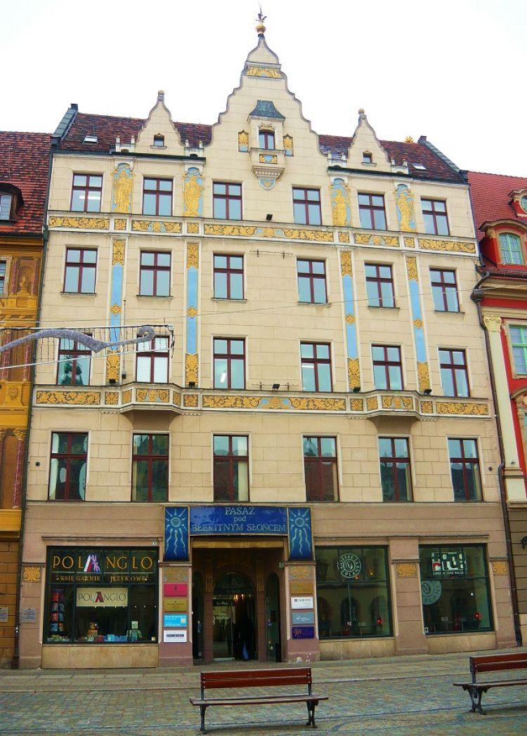 Kamienica Pod Błękitnym Słońcem we Wrocławiu, źródło: Wikipedia