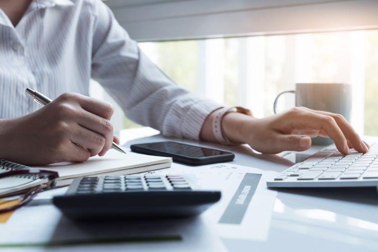 Kto ma prawo do zwolnienia z podatku VAT?