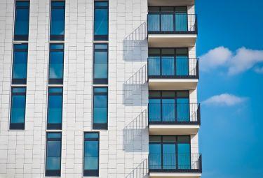 Jak chronić balkon przed szkodliwym działaniem czynników zewnętrznych?