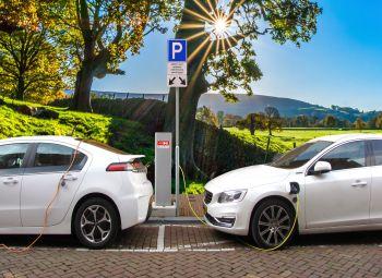 Nabywcy mieszkań zapłacą za elektromobilność