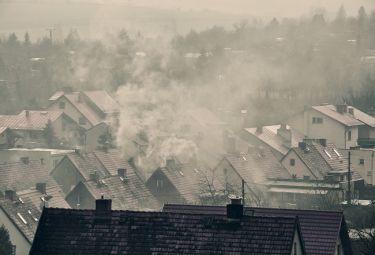 Nowelizacja prawa budowlanego utrudni ogrzewanie  domów węglem