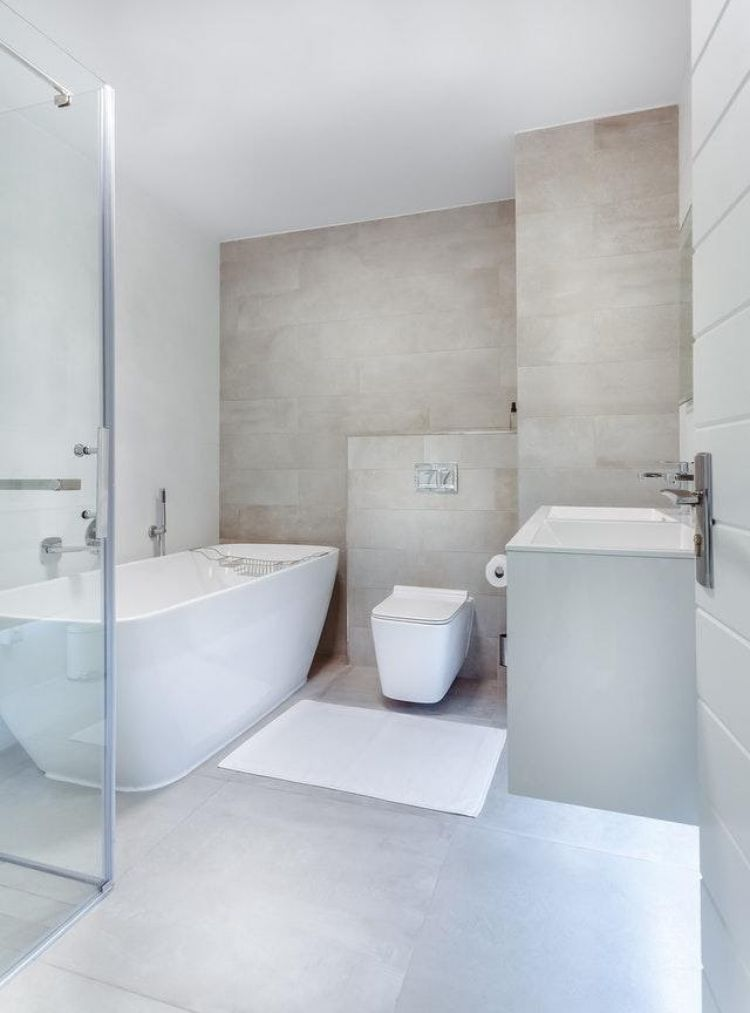 W ostatnich latach dużym powodzeniem cieszą się płytki łazienkowe w większych formatach