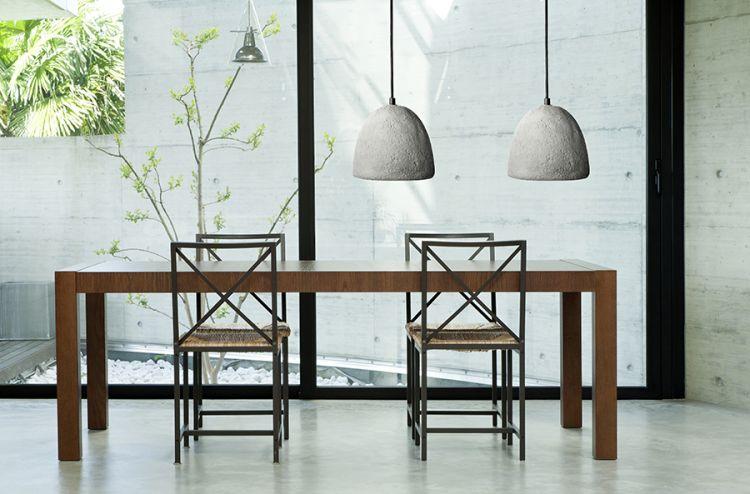 Lampy betonowe są dość proste i surowe. Wywodzą się wprost z aranżacji industrialnych.