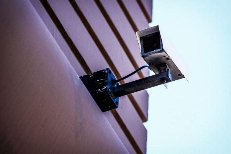 Kamery do monitoringu mają różne formy, które sprawdzają się w konkretnych warunkach montażowych.
